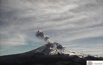El sistema de monitoreo registró 68 exhalaciones, 12 min de tremor, y un sismo volcanotectónico de magnitud 2.6 ocurrido ayer a las 21:17h.