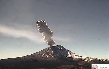 En las últimas 24 horas, por medio de los sistemas de monitoreo del volcán Popocatépetl, se identificaron 118 exhalaciones, cuatro explosiones, un sismo volcanotectónico y 10 minutos de tremor.