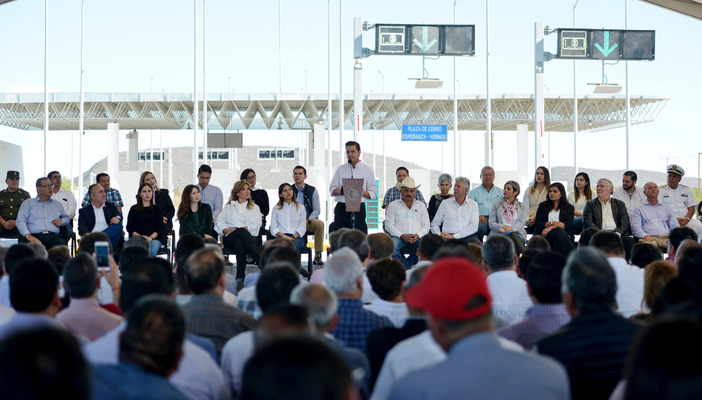 """""""El esfuerzo realizado por este Gobierno en materia de comunicaciones y transportes es relevante porque se trata de una inversión histórica de más de 7 puntos con respecto al Producto Interno Bruto"""": EPN"""
