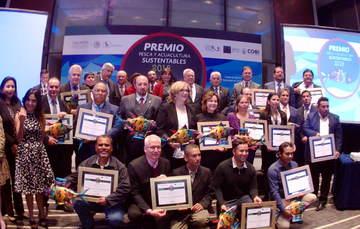 fotografía grupal de los ganadores
