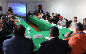 Fotografía reunión con presidentes municipales y regidores