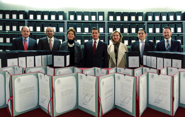 El Presidente entregó una parte de la memoria documental e informativa de su administración al Archivo General de la Nación.