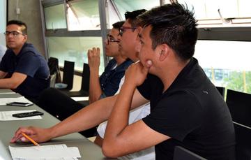 Jóvenes creando conocimientos sobre gasto público en tema de juventud