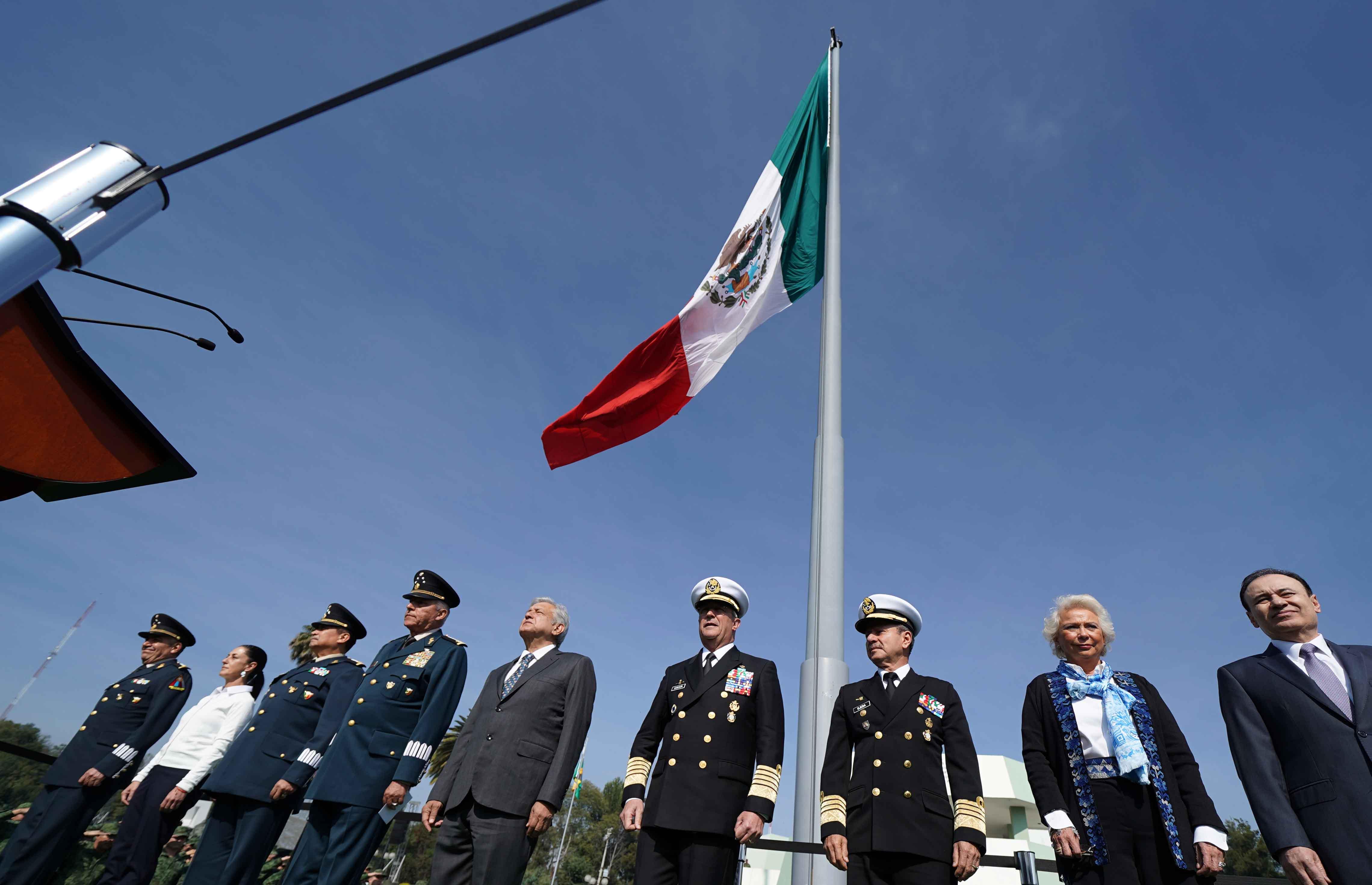 El Presidente Andrés Manuel López Obrador en el campo militar número uno