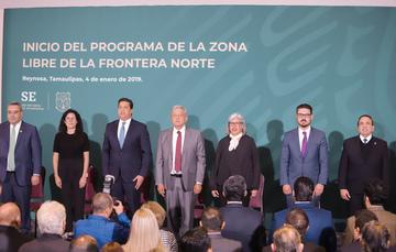 Fotografía del presidium en el Inicio del programa de la Zona Libre de la Frontera Norte