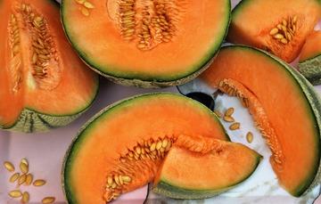 Trozos de melón partido