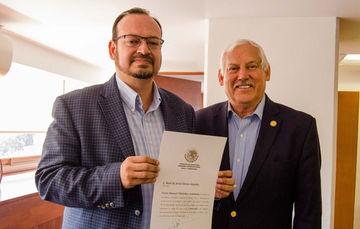 El titular de la Secretaría de Agricultura y Desarrollo Rural (SADER), Víctor Villalobos Arámbula, entregó su nombramiento y dio posesión de su cargo al Comisionado Nacional de Acuacultura y Pesca, Raúl Elenes  Angulo.