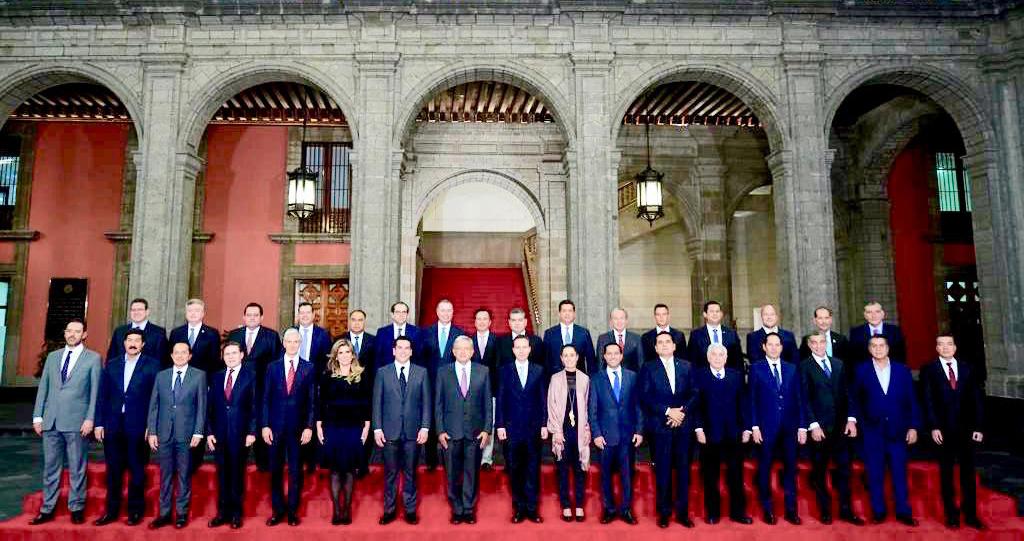 Presidente López Obrador con gobernadora, jefa de gobierno electa y gobernadores de las entidades federativas.