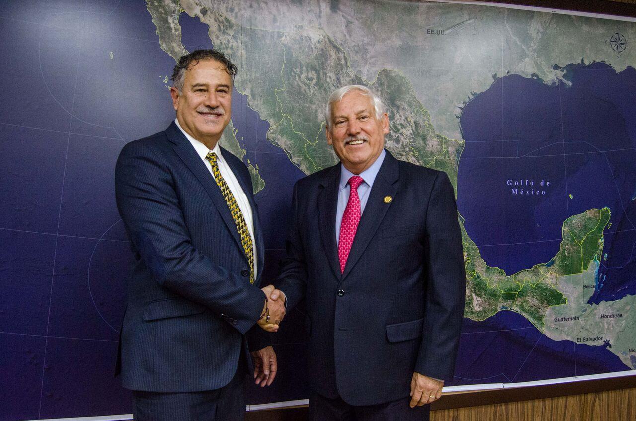 Dr. Víctor Villalobos y Dr. Pablo Arenas