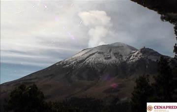 En las últimas 24 horas, por medio de los sistemas de monitoreo del volcán Popocatépetl, se identificaron 83 exhalaciones de baja intensidad, acompañadas de vapor de agua y gas.