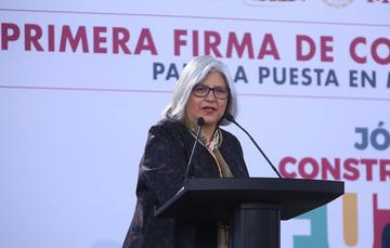 La Secretaria de Economía, Graciela Márquez Colín en discurso.