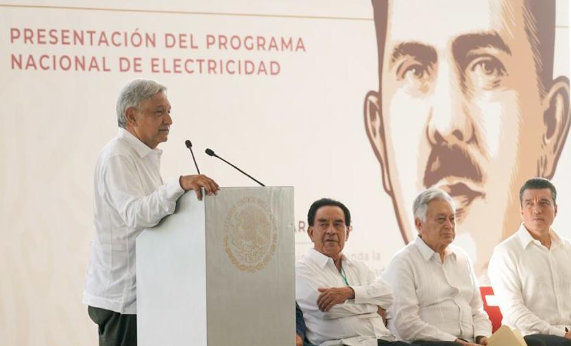 El Presidente Andrés Manuel López Obrador, en la presentación del Programa Nacional de Electricidad de la Comisión Federal de Electricidad, en compañía de   Rocío Nahle, Secretaría de Energía.