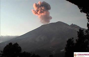 En las últimas 24 horas, por medio de los sistemas de monitoreo del volcán Popocatépetl, se identificaron 102 exhalaciones de baja intensidad, acompañadas de vapor de agua y gas.