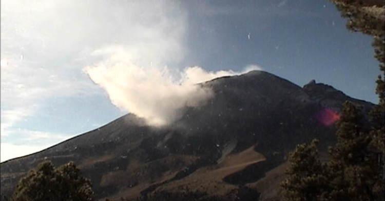 El sistema de monitoreo registró 94 exhalaciones y un sismo volcanotectónico ayer a las 21:38 h de magnitud 2.2.