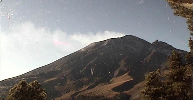 En las últimas 24 horas, por medio de los sistemas de monitoreo del volcán Popocatépetl, se identificaron 170 exhalaciones. Además de un sismo volcanotectónico hoy por la madrugada a las 01:01 h Mc.1.5.