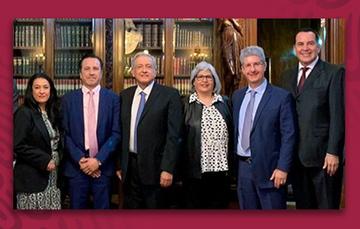 El Presidente Andrés Manuel López Obrador y la Secretaría de Economía, Graciela Márquez Colín, acompañados de los inversionistas de Nestlé.
