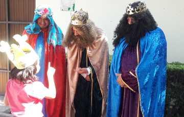Los Reyes Magos platicaron con residentes de casas hogar del SNDIF.
