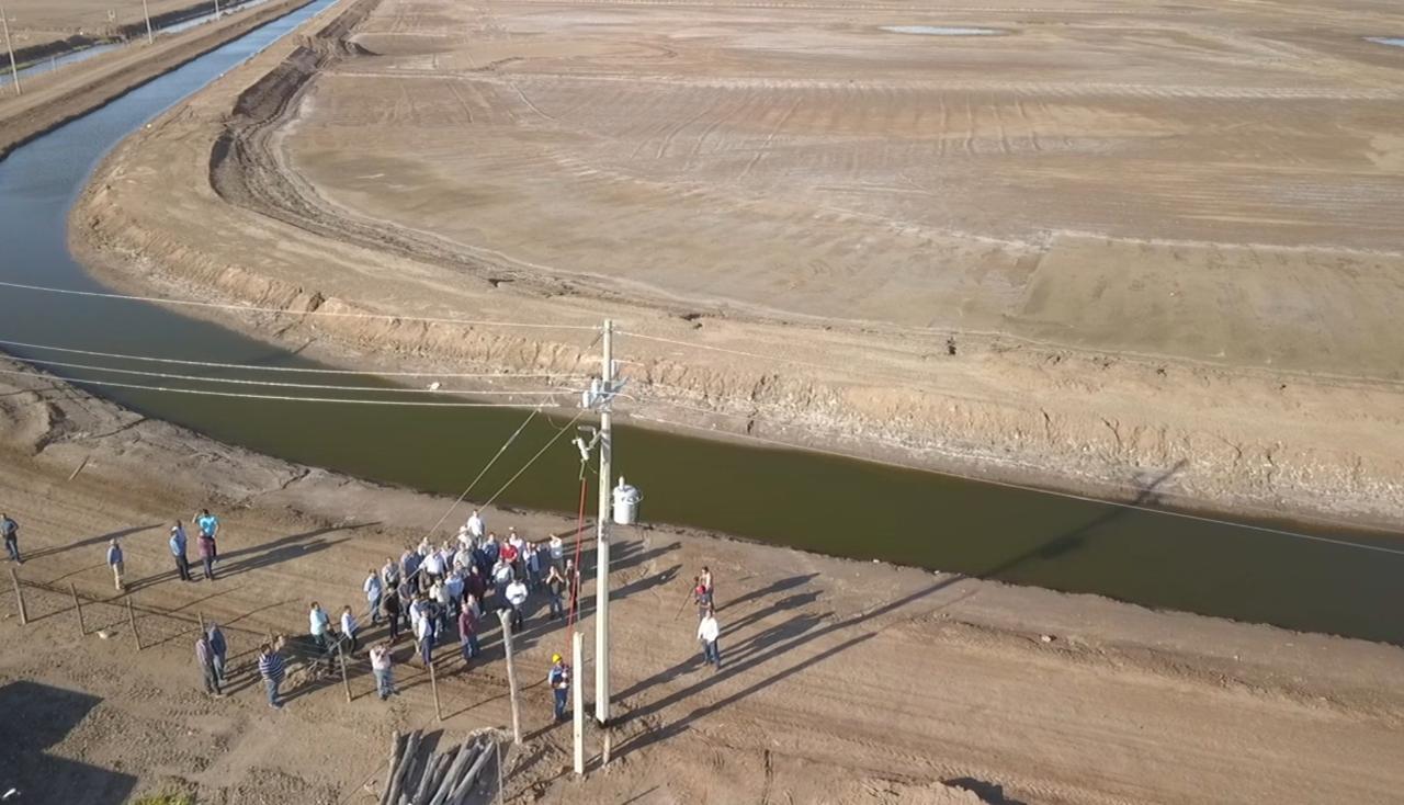 El titular de la CONAPESCA asistió a la puesta en marcha del Programa de Electrificación de la Junta Local de Sanidad Acuícola Navolato Sur, con la participación de 11 empresas acuícolas del centro del estado.