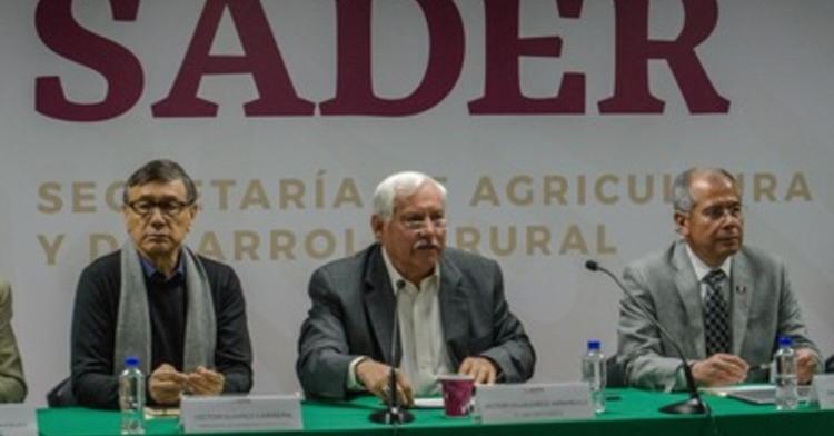 Foto del Dr. Víctor Villalobos Arámbula, Titular del Ramo, En la conferencia de Prensa de los Programas 2019 de la SADER.
