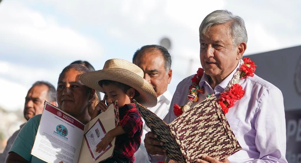 El presidente Andrés Manuel López Obrador entregó tarjetas de la Pensión para el Bienestar de las Personas con Discapacidad