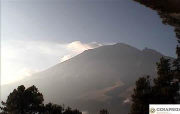 En las últimas 24 horas, por medio de los sistemas de monitoreo del volcán Popocatépetl, se identificaron 221 exhalaciones. Adicionalmente se registraron 12 minutos de tremor armónico de baja amplitud.