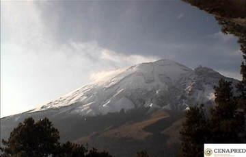 En las últimas 24 horas, por medio de los sistemas de monitoreo del volcán Popocatépetl, se identificaron 303 exhalaciones con emisión de vapor de agua y gas. Adicionalmente, se registraron dos eventos volcanotectónicos.