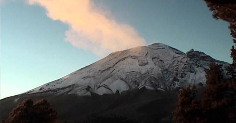 En las últimas 24 horas, por medio de los sistemas de monitoreo del volcán Popocatépetl, se identificaron 231 exhalaciones con emisión de vapor de agua, gas y ceniza; dos VT's, una explosión y 22 minutos de tremor.