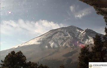 En las últimas 24 horas, por medio de los sistemas de monitoreo del volcán Popocatépetl, se identificaron 244 exhalaciones con emisión de vapor de agua, gas y ceniza. Se registró una explosión el día de hoy a las 04:03 h.