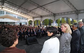 Fotografía de la Directora General de la Conagua, Blanca Jiménez Cisneros junto a la Secretaria de Semarnat, Josefa González Ortíz.