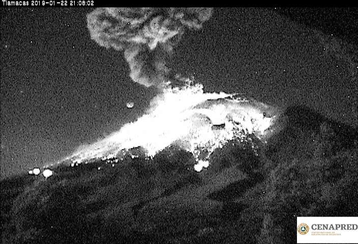A las 21:06 se registró una explosión que generó una columna eruptiva de 3 km sobre el cráter y se observaron fragmentos incandescentes a una distancia de 2 km sobre las laderas del volcán.