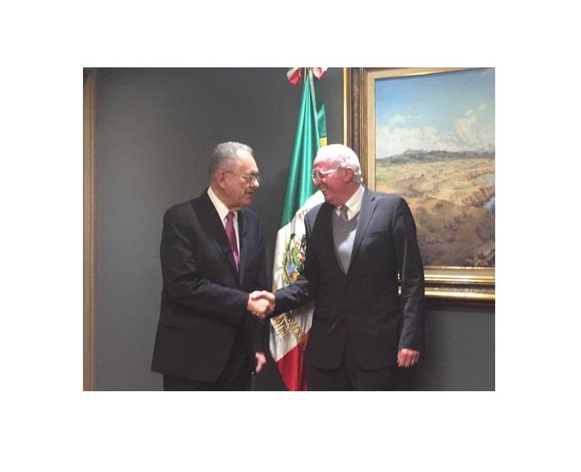 El Sr. Secretario Jiménez Espriú y el Dr. Mendieta Jiménez