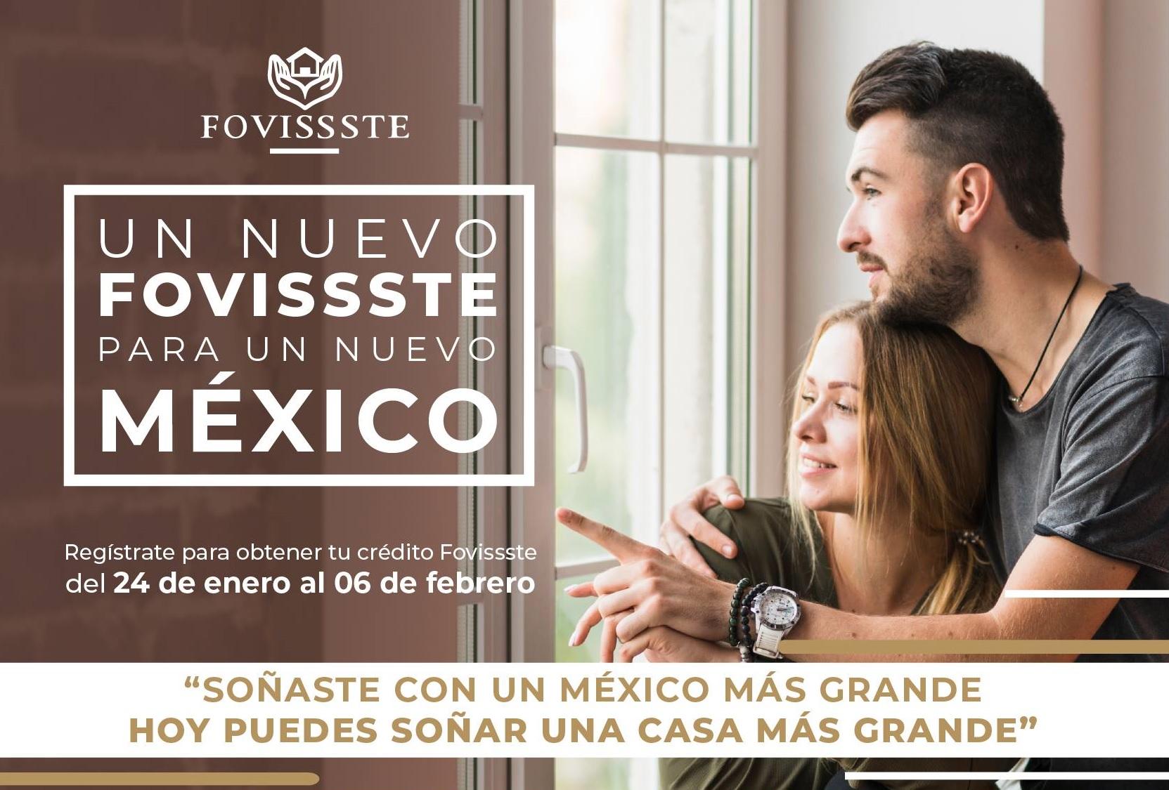 Pareja abrazada visualiza su nuevo hogar adquirido con crédito FOVISSSTE