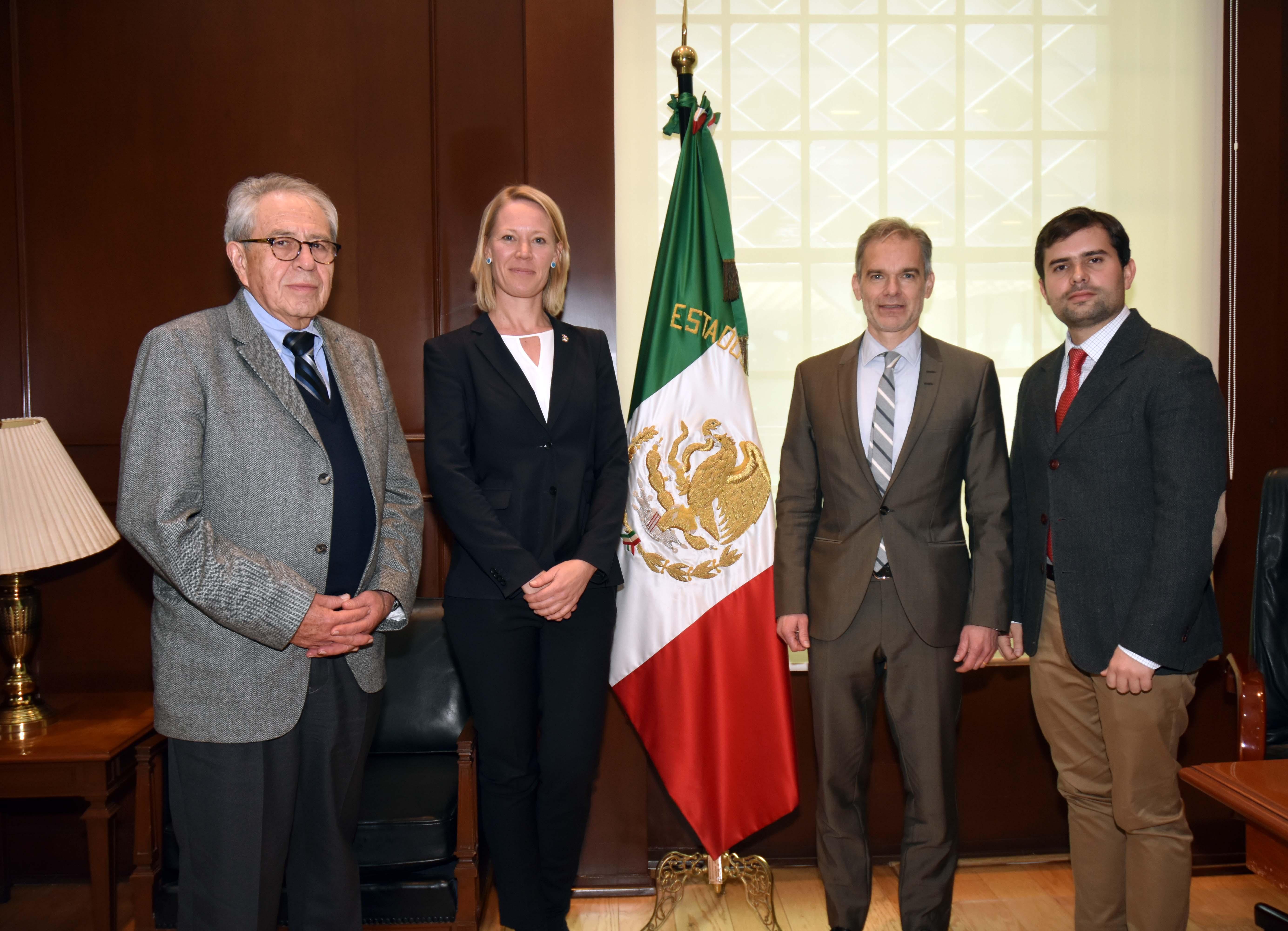 Funcionarios de México y Dinamarca.