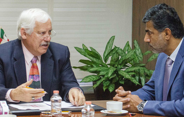 Victor Villalobos y  Mohammed Alkawari en reunión de cooperación
