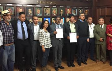 DESTACADA Foto grupal de los presentes en la firma de un Convenio de Colaboración entre el Registro Agrario Nacional (RAN) y la Universidad Autónoma de Chapingo (UACH).