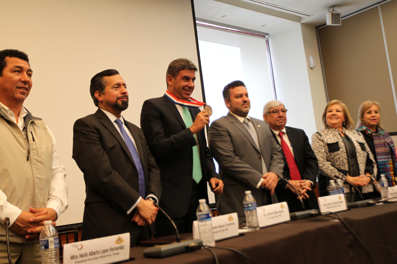 Arturo el as ayub recibe el nombramiento mr amigo 2018 - Instituto de los mexicanos en el exterior ...