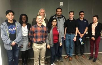 Estudiantes de origen mexicano participan en lanzamiento de satélite a la Estación Espacial Internacional con científicos de la NASA