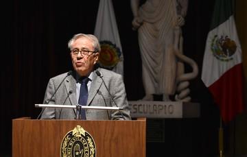 Doctor Jorge Alcocer Varela en la Academia Nacional de Medicina de México