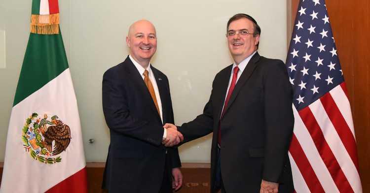 Canciller Marcelo Ebrard con el gobernador de Nebraska, Pete Ricketts