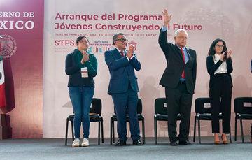 Andrés Manuel López Obrador, Presidente Constitucional de los Estados Unidos Mexicanos, Luisa María Alcalde Luján, Secretaria del Trabajo y Previsión Social y otros funcionarios públicos
