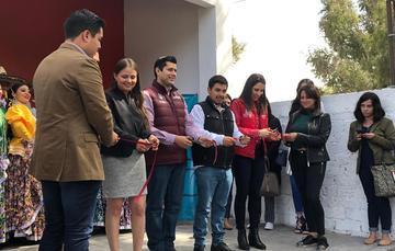 El director del Imjuve, Guillermo Santiago, se reúne con la directora del Instituto de la Juventud de Zacatecas, Alejandrina Varela.