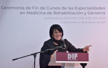 La titular del Sistema Nacional DIF, María del Rocío García Pérez, se congratuló por el éxito académico de los egresados.