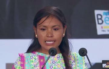 María Asunción Rojas joven tarahumara que colabora en el cuidado de los bosques.