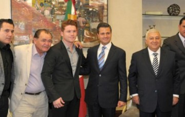 """El Presidente Enrique Peña Nieto se reúne con el boxeador Saúl """"Canelo"""" Álvarez"""