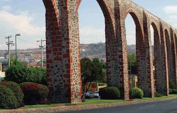 Arcos de la entrada del Estado de Querétaro.