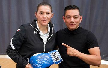 El boxeador, cuatro veces campeón del mundo, dio una plática motivacional a la comunidad CNAR