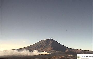 En las últimas 24 horas, por medio de los sistemas de monitoreo del volcán Popocatépetl se identificaron 105 exhalaciones, un sismo volcanotectónico y 22 minutos de tremor.