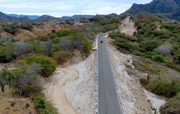 La carretera Los Herrera-Tamazula, tramo: Canelas-Tamazula es un eje que atraviesa el estado de Durango y tiene una longitud de 280 kilómetros