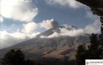 En las últimas 24 horas, por medio de los sistemas de monitoreo del volcán Popocatépetl, se identificaron 184 exhalaciones así como dos eventos volcanotectónicos,el primero registrado ayer a las 12:58 h, y el segundo registrado hoy a las 07:33 h.