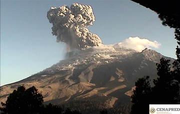 En las últimas 24 horas, por medio de los sistemas de monitoreo del volcán Popocatépetl, se identificaron 353 exhalaciones, 420 minutos de tremor y una explosión.